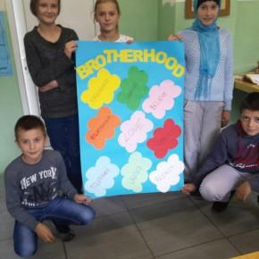 Réponse à la 1ère et 2ème question par les enfants de l'Association Bosnienne de France en Bosnie-Herzégovine !